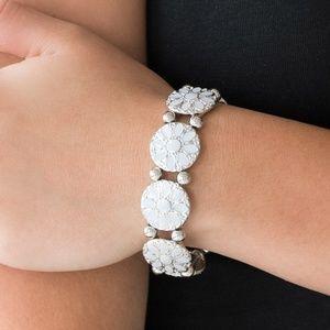 Jewelry - Floral stretchy bracelet